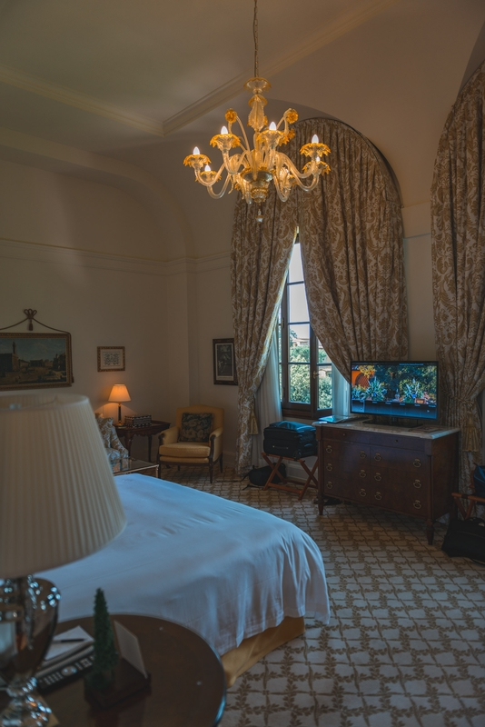 The Bedroom at the Four Seasons Firenze 4